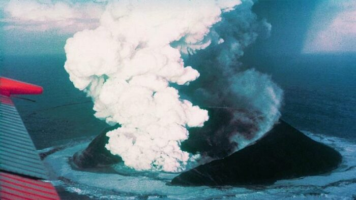 3.Surtsey u wybrzeży Islandii