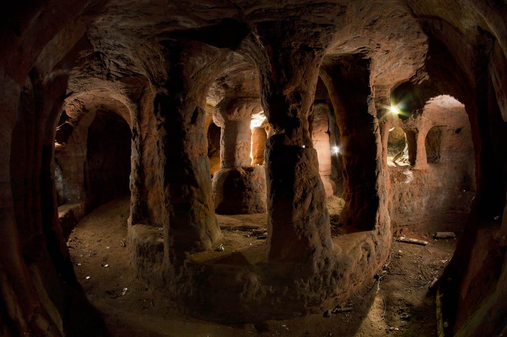 ถ้ำ/อุโมงค์ ที่ถูกสร้างขึ้นในช่วงระหว่างศตวรรษที่ 18 กับ 19