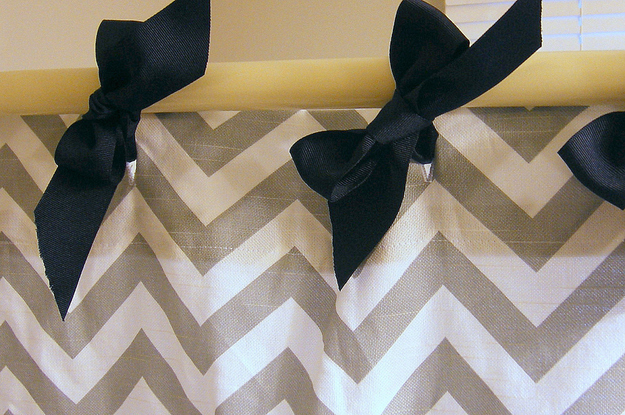 Shower-curtain-with-bows