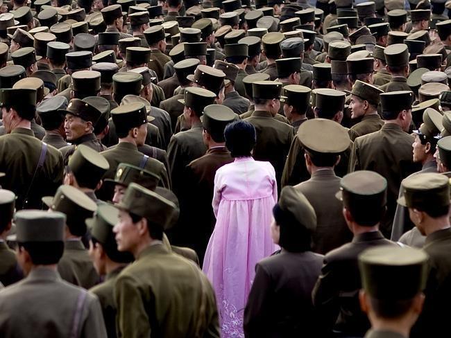 Žena mezi vojáky